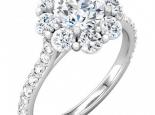 טבעת יהלום גדול עם יהלומים גדולים מסביב