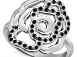 טבעת זהב בצורת פרח משובצת יהלומים שחורים