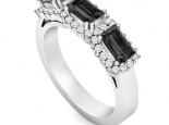 טבעת 3 יהלומים שחורים בגט מלבן