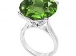 טבעת זהב משובצת אבן חן ענקית