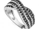 טבעת יהלומים שחורים רחבה לאישה בעיצוב טוויסט