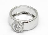 """טבעת זהב רחבה עם יהלום 0.50 קראט ושיבוץ מסביבו - """"SATURN"""""""