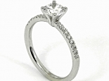 """טבעת אירוסין עם יהלום 0.90 קראט בשיבוץ 16 יהלומים קטנים - """"UNIVERSE"""""""